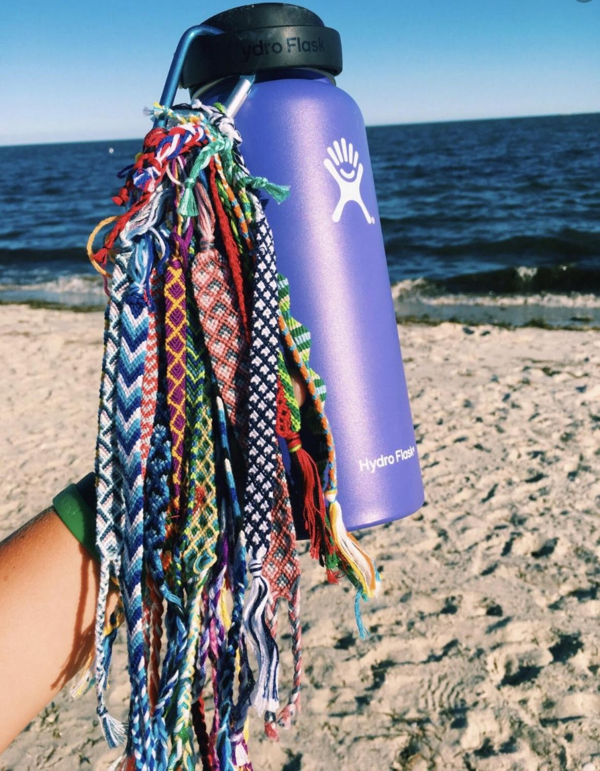 A Hydroflask with friendship bracelets attached. Photo courtesy of Instagrammer @carolinenieto