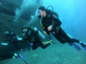 "Marine Chemistry Seniors Alyssa Cua, Eva Hamil, and Caitlyn Lo Navigating the ""Sea Tiger"" Shipwreck (Photo Courtesy Mr. DeGroot)"